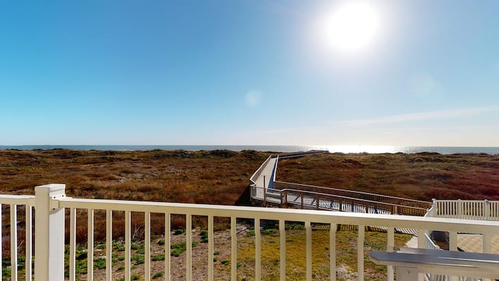 Great Condo with Panoramic View of Gulf, Shared Pool & Boardwalk