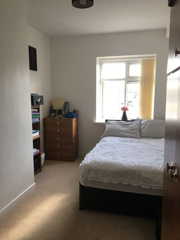 A clear cozy bedroom & new bathroom - Huddersfield