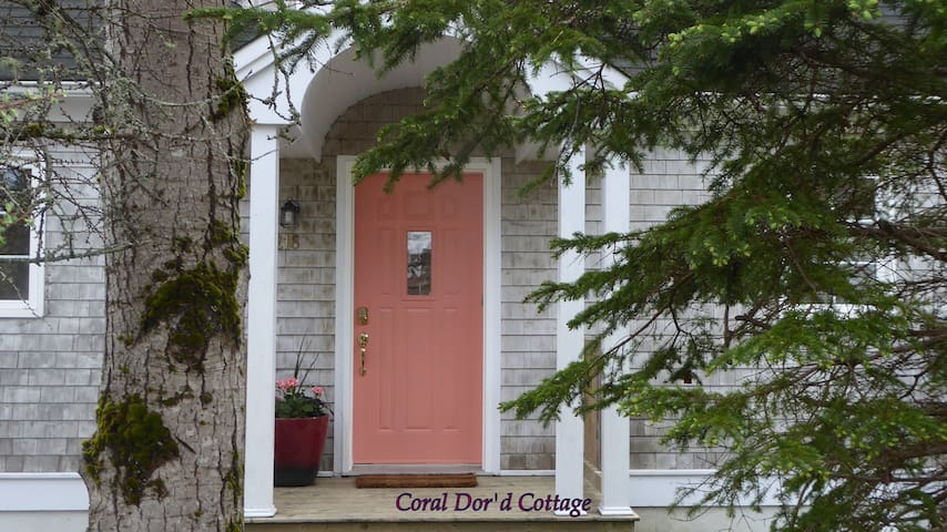 Coral Dor'd Cottage, steps to the harbour/ village