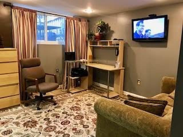 Beautiful Two-Room Guest Suite-for Business Travel or Vacation