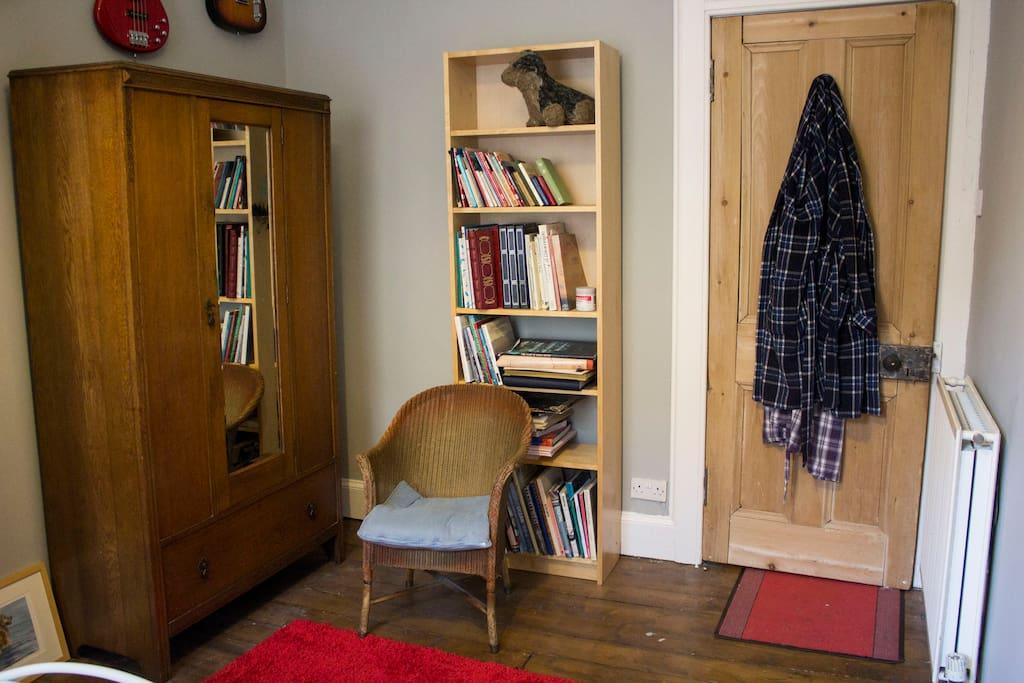 Spacious wardrobe, books and guitars