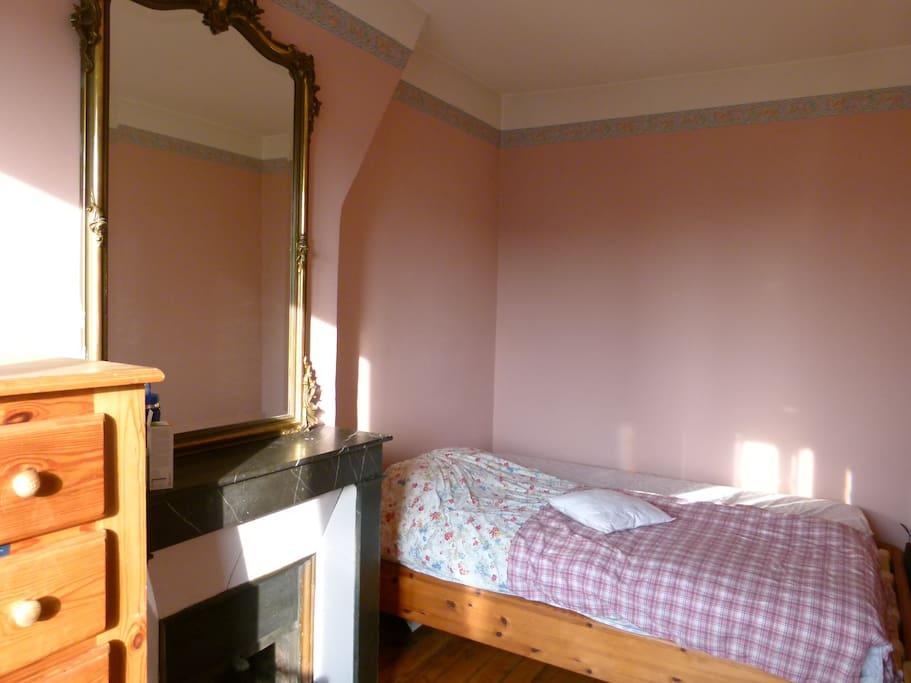 Chambre, lit 140, confortable