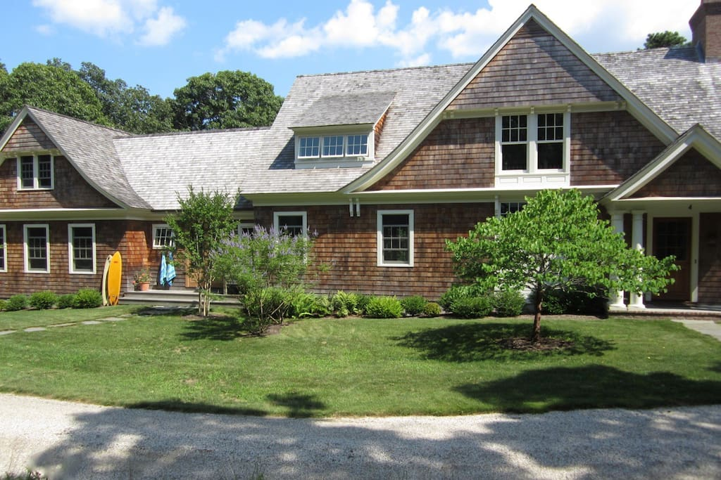 Shingle-style house built in 2009