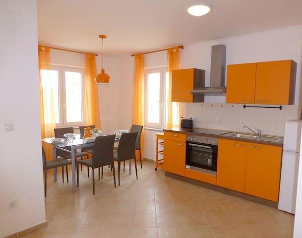 Apartmani Kvesic - Orange - Šilo - Apartemen