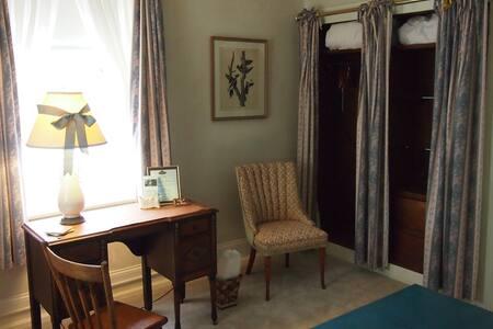 Wydnor Hall Inn, North Suite - Bethlehem