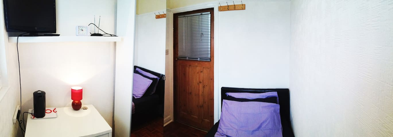 Sunny single room + guest bathroom - London - House