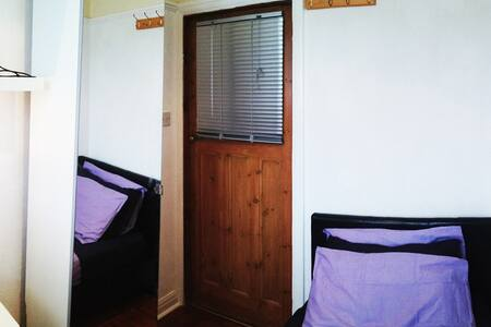 Sunny single room + guest bathroom - Londres