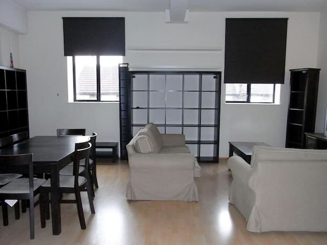 Large Loft style apartment- holidays in London - Londyn - Apartament