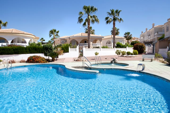 HOLIDAY VILLA, COSTA BLANCA SPAIN - Benijófar - Huvila