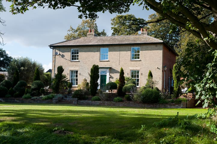 FIRS Sleeps 15 Stunning country house with hot tub