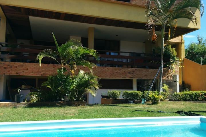 Casa Bougainville