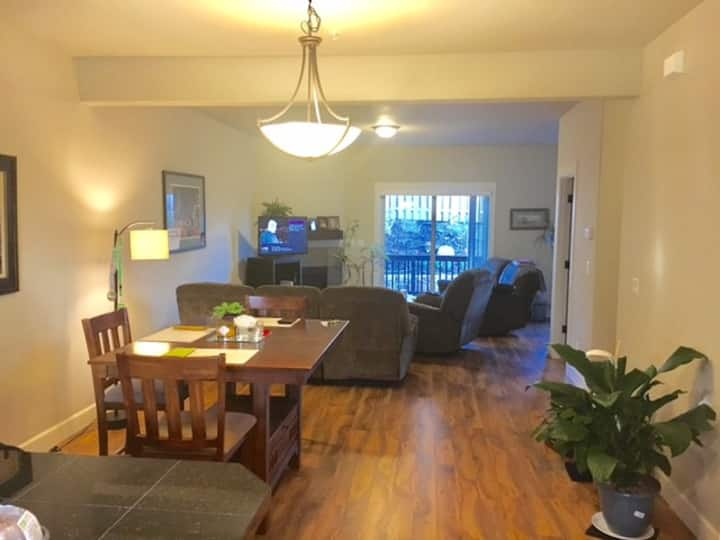 Spacious 3 Bedroom Townhouse in Happy Valley