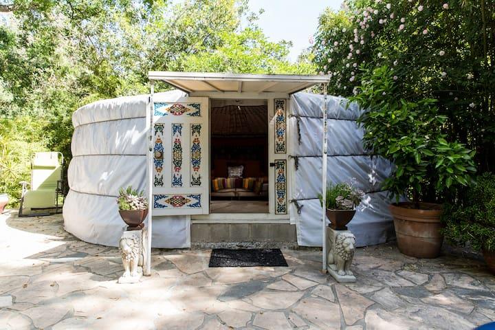 Mongolian yurt in LA? what???