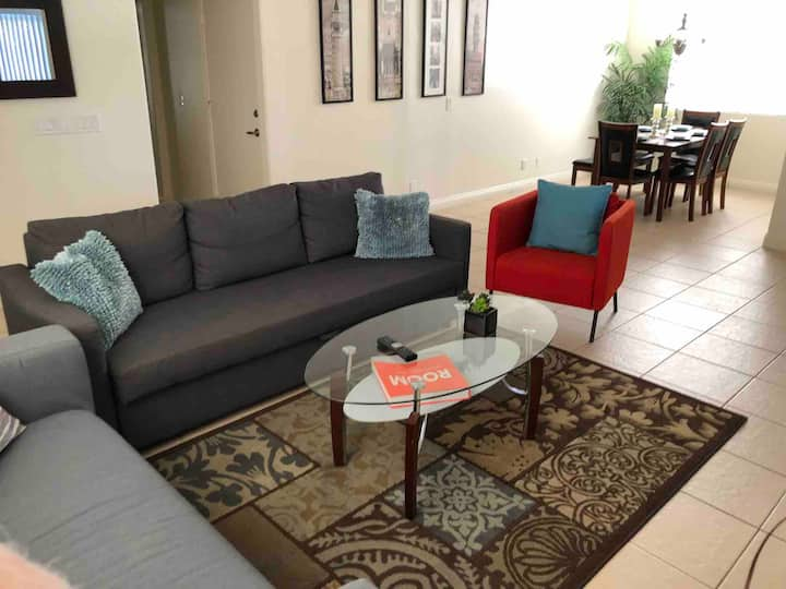 Newly Remodeled 1 story minutes from Strip/Airport