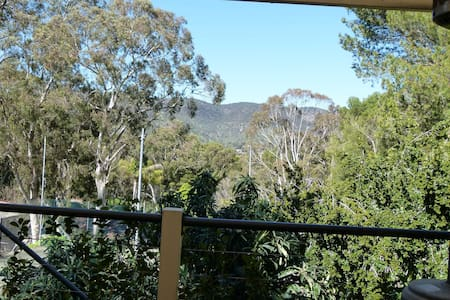 Leafy Apartment - comfortable & self contained - Daire