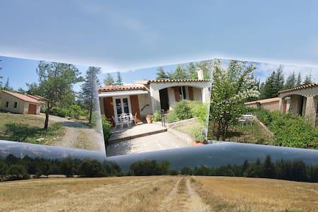 Villa La Lurette 2 à 8 pers Alpes de H.Provence - Saint-Étienne-les-Orgues - วิลล่า