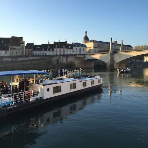Une péniche sur la Saône - Thoissey - Tekne