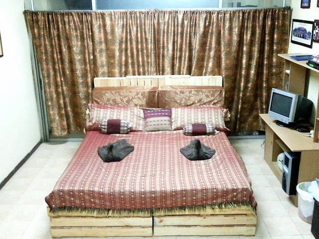 Room C(2-6 people good for A family or group) - Bangkok - Huis