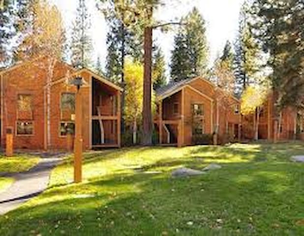 2 BDR Tahoe Condo: Ski, Snowboard, Beach! - Incline Village - Apto. en complejo residencial