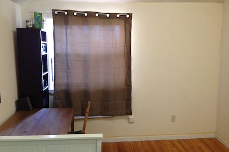 Room 15 min by train from Manhattan - Queens - Appartamento