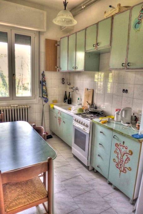 Stanza semplice confortevole appartamenti in affitto a for Appartamenti in affitto modena