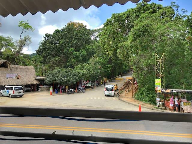 Hospedaje y Rest.  Anita, Frente Parque Tayrona