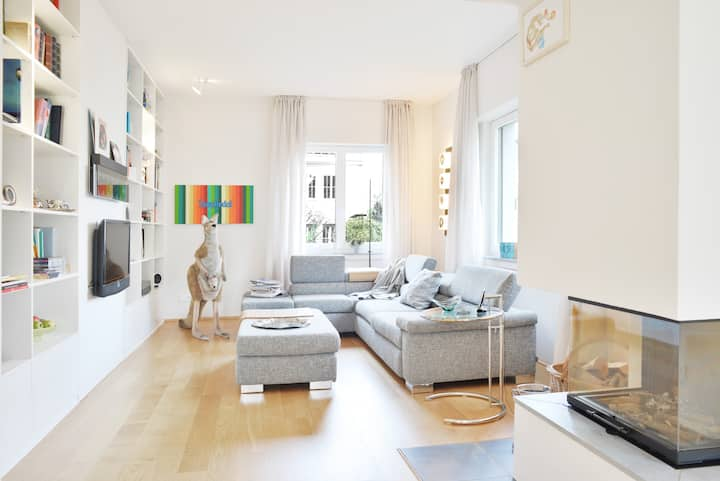 Quiet guest room in city villa with garden