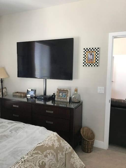 "65"" TV in the Master Bedroom Private Suite with WiFi, Apple TV, & Netflix"