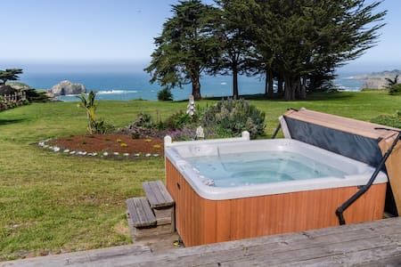 Oceanfront home w/ private hot tub, ocean views & entertainment!