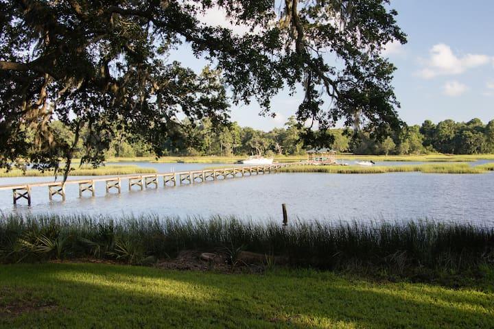 Riverside Guest Cottage near Charleston & Beach