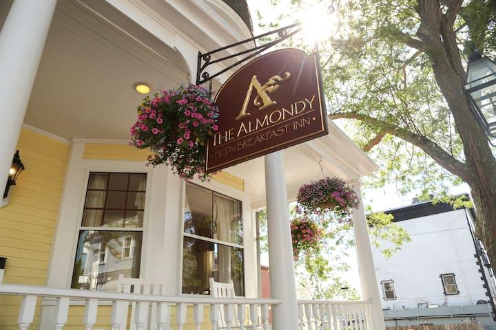 The Almondy Inn - Burgundy Suite