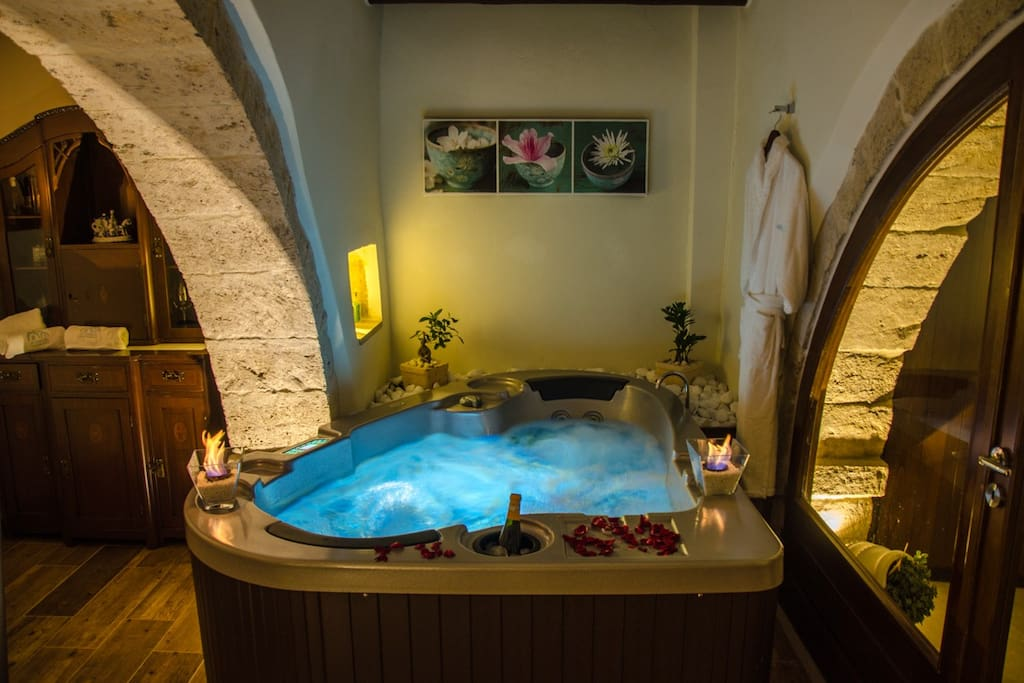 Two persons Jacuzzi tub!