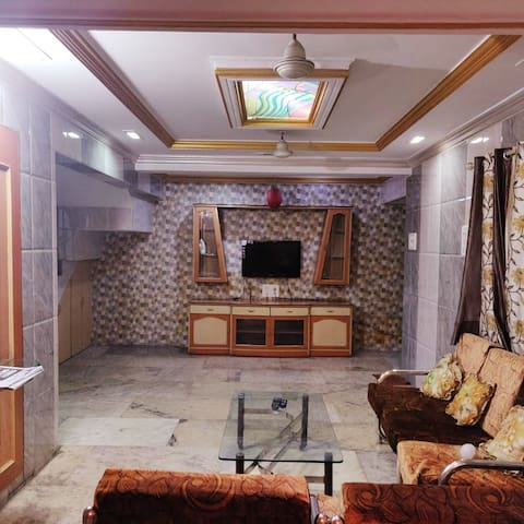 Spacious 4 bhk fully furnished bungalow