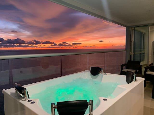 Penthouse Private Jacuzzi! Billion Dollar view!