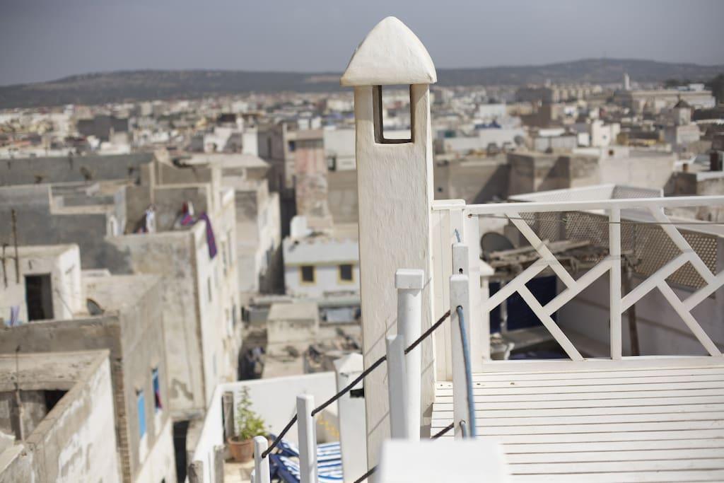 subida a la terraza superior, una de las más altas de essaouira