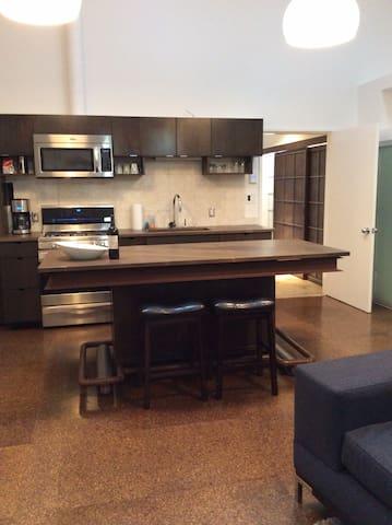 "Contempory Urban ""Suite"" - Shoreline - Apartment"