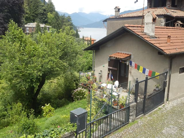 Nice Villa surrounded by NATURE: Lake&Mountains - Menaggio - วิลล่า