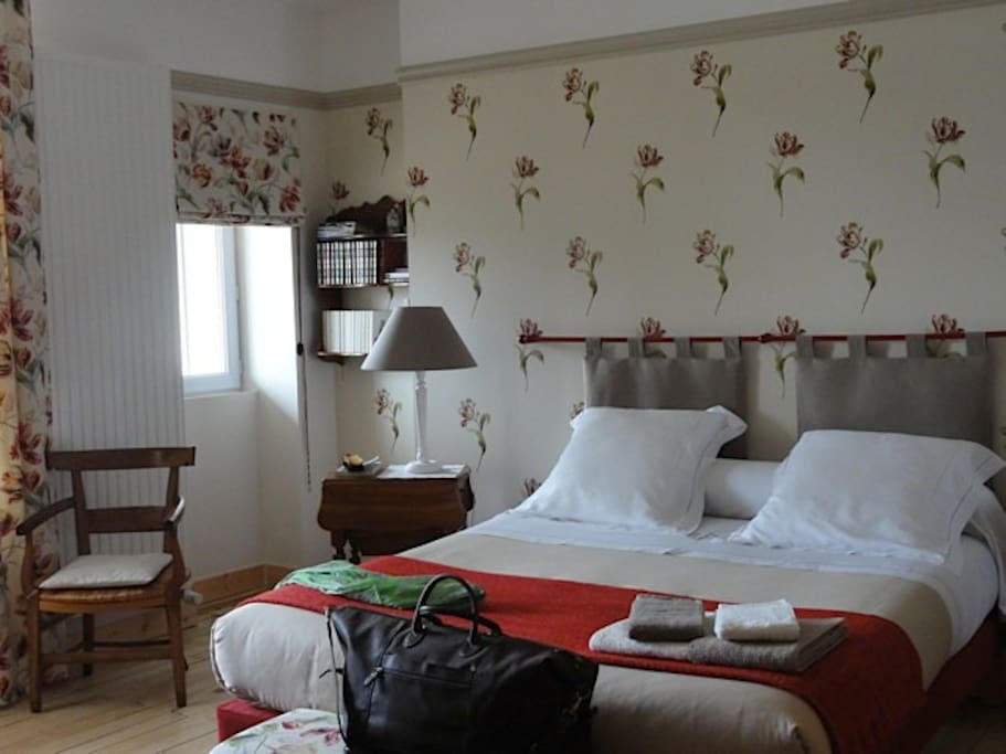 Le figuier chambre les tulipes guesthouse for rent in - Chambre d hote sainte maure de touraine ...