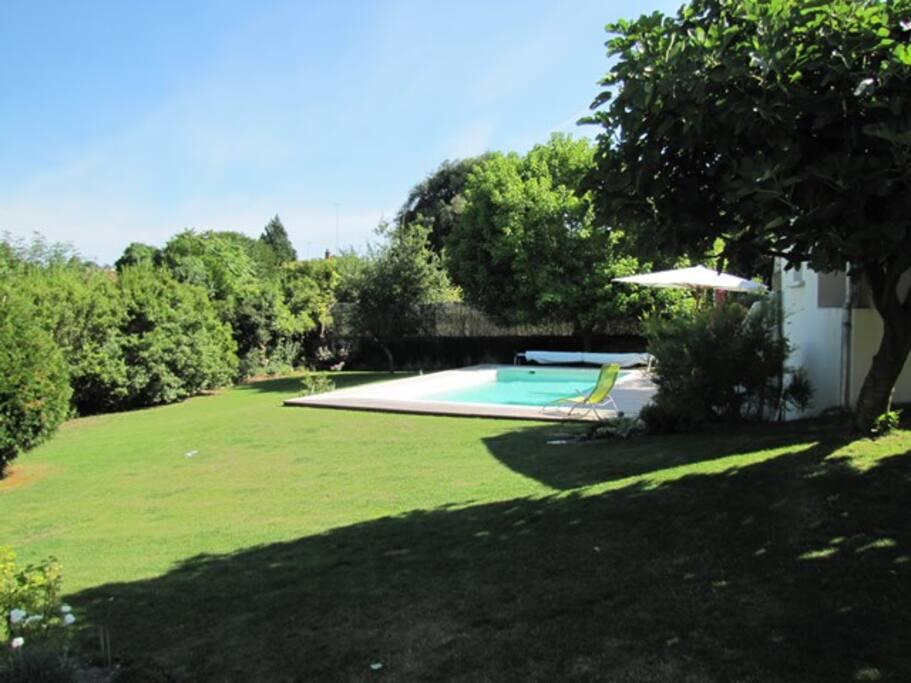 La piscine est chauffée de mai à fin octobre !