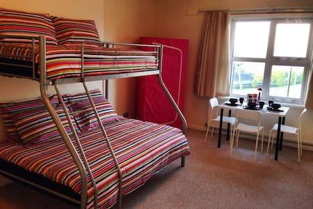 TRIPLE ROOM / STUDENT HOUSE CAMDEN