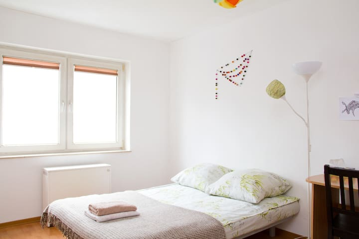 Bright, airy room in Ehrenfeld - Keulen - Appartement