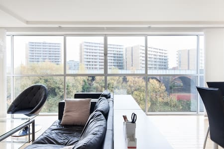 River Views with WiFi and Parking - Manchester - Huoneisto
