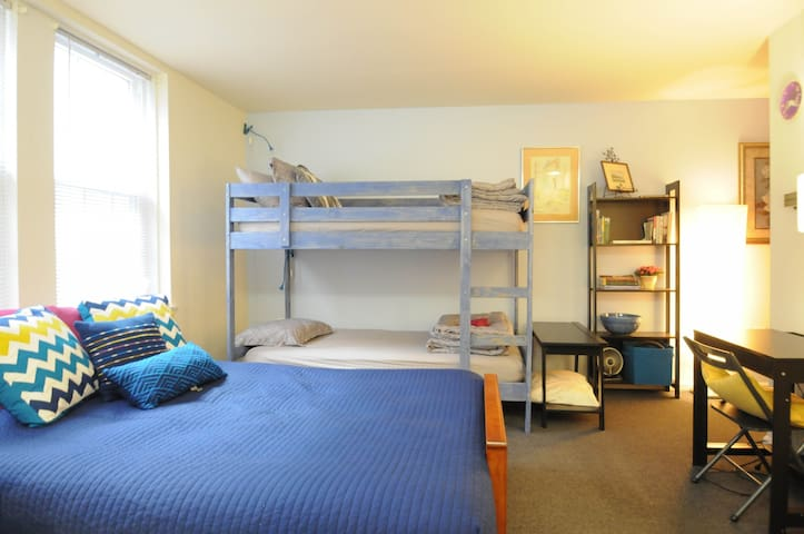 Cozy, Private UPenn Studio Sleeps 3 - Philadelphia - Apartment