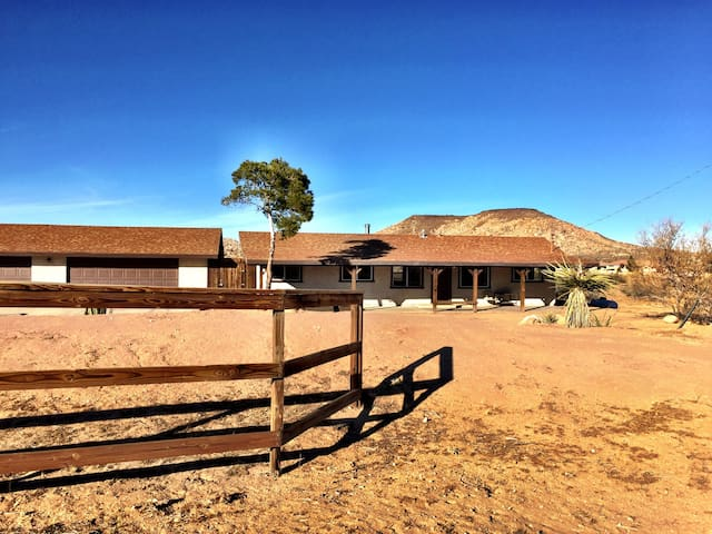 Mountain View Ranch - Pioneertown - Casa