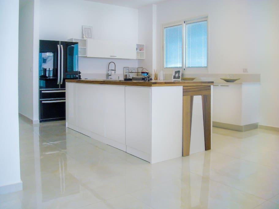Luxueux appartement face la mer appartements louer for Appartement israel netanya