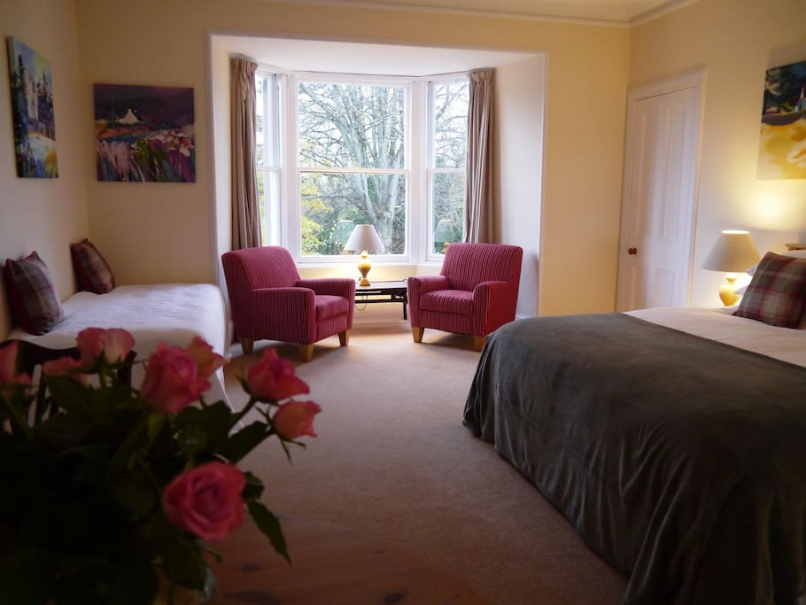Large double room with space for two more single beds