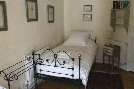 Central Historic House Single Rm No 4 shared bath - Abingdon - Bed & Breakfast