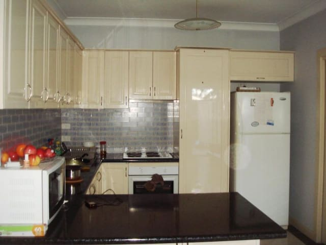 3 bedroom self contained apartment - Burnside - Apartment