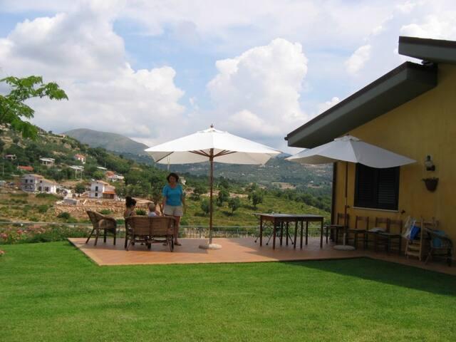 Mountain home, panoramic views, beaches.