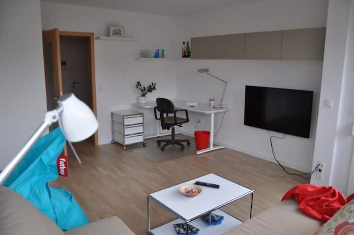 KIT / Uni Central Living + Garage New Apartment